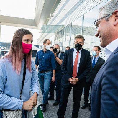 Krystsina Tsimanouskaya Wienin lentokentällä.