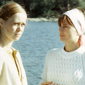 Marja Packalén ja Harriet Andersson elokuvassa Anna (1970).