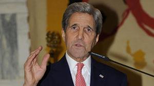 John Kerry i Rom den 13 december 2015.