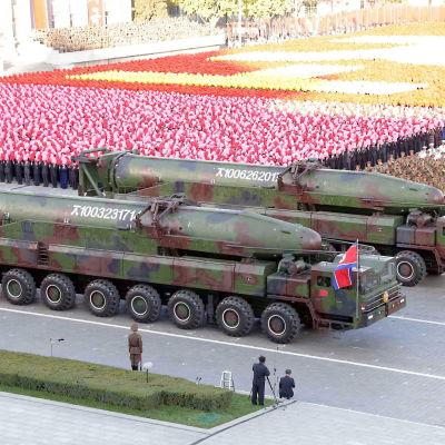 Nordkorea visade ifjol upp rörliga interkontinentala missiler som antogs vara prototyper för den nya Musudan medeldistansmissilen