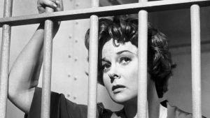 Susan Hayward kaltereiden takana elokuvassa Antakaa minun elää!