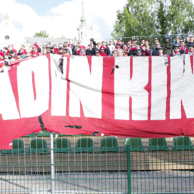 HIFK supportrar Stadin Kingit på match i Lahtis