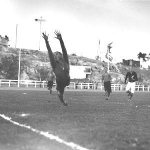 jalkapallo-ottelu HIFK-Helsingin Toverit Pallokentällä 1934