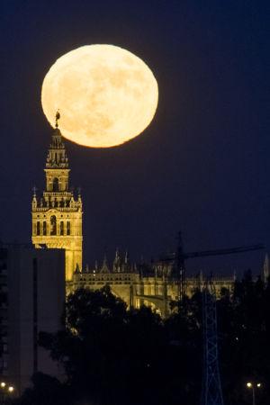 Supermåne i Sevilla.