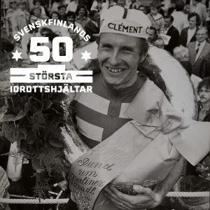 Harry Hannus med logon för Svenskfinlands 50 största idrottshjältar.