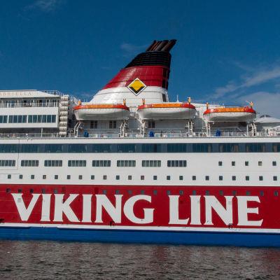 Viking Gabriella fotograferad från sidan.