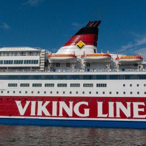 Matkustajalaiva Viking Gabriellan kylki.