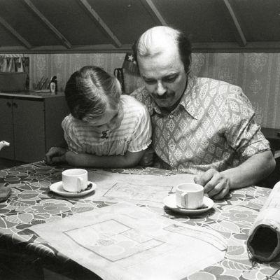 Paavo Pentikäinen ja Kaisa Martinkauppi elokuvassa Jouluksi kotiin.