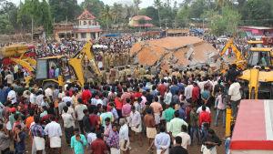 Explosion vid tempel i Indien.