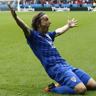 Luka Modric var stor kroatisk hjälte när han avgjorde matchen mot Turkiet.