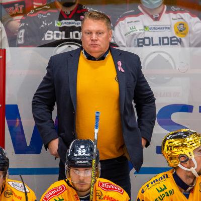 Lukkos chefstränare Pekka Virta ville inte kommentera sina spelares insatser efter matchen mot KooKoo.