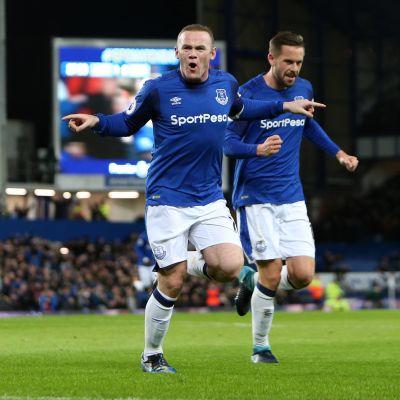 Wayne Rooney firar ett mål i matchen mot West Ham.