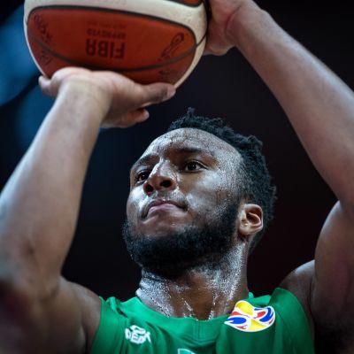 Josh Okogien räjähtävä donkki sytytti Nigerian