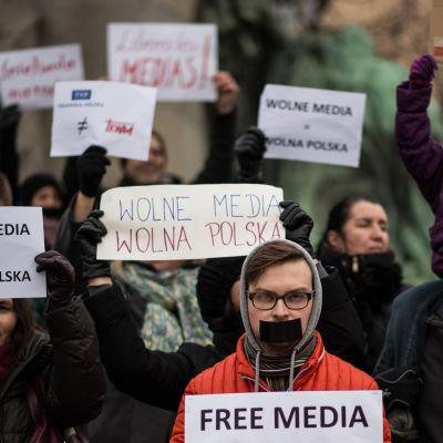 En demonstration för fria medier i Prag den 9.1.2016