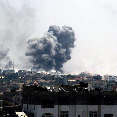 Israeliskt artilleri träffar hus i Rafah i södra Gaza efter att eldupphöret föll samman 1.8