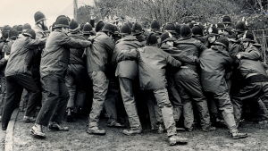 Polisen drabbar samman med strejkande gruvarbetare i Warwickshire i Storbritannien 1984.