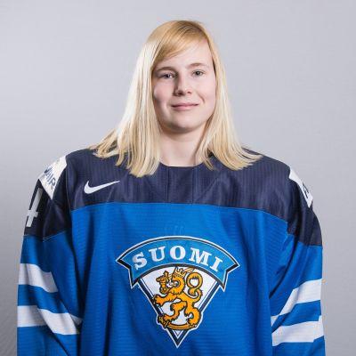 16 åriga Petra Nieminen imponerade när damlejonen träningsspelade mot Schweiz.