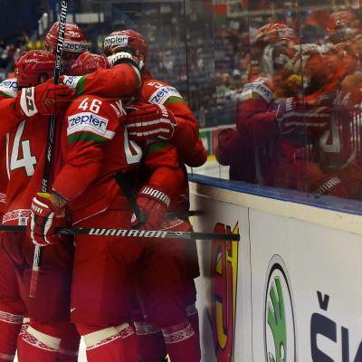 Vitryska spelare omfamnar varandra efter en seger över Slovenien i VM 2015.