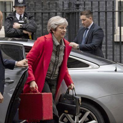 Premiärminister Theresa May anlände till 10 Downing Street på fredagen efter att ha svarat på lyssnarnas frågor på LBC radio.