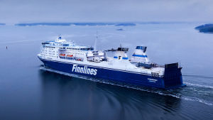 Ilmakuva Finnlinesin Finnswan-laivasta merellä.