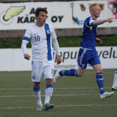 Simon Skrabb med U21-landslaget mot Färöarna 2015.