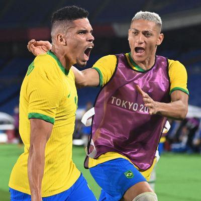 Brasilien firar i OS-fotbollen.