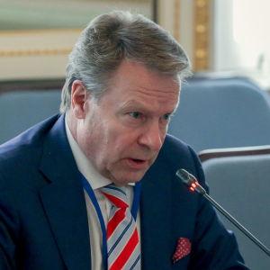Ilkka Kanerva, Samlingspartist och ordförande i försvarsutskottet