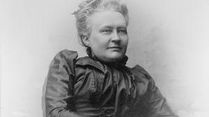 Porträtt av Minna Canth år 1894.