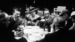 Miten juutalaisen isäpuolen tyttärestä Magda Goebbelsista tuli natsivaikuttaja?