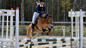 Hangöudds Ryttares Ida Repo med ponnyn Sture J.