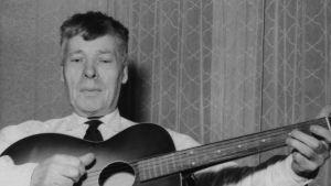 Viktor Johansson i Houtskär sjunger visor år 1958