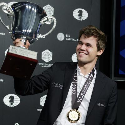 Norrmanen Magnus Carlsen, trefaldig världsmästare i schack.