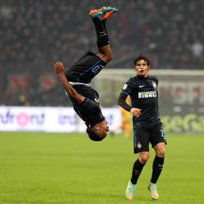 Joel Obi utjämnar till 1-1 för Inter Milan mot AC Milan.