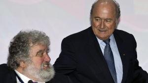 Fifa-chefen Sepp Blatter till höger och Chuck Blazer till vänster
