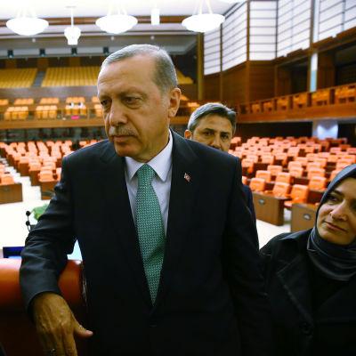 Turkiets president Erdogan i parlamentet.