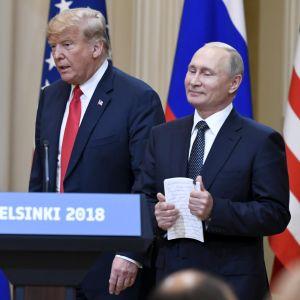 USA:s president Donald Trump och Rysslands president Vladimir Putin under den avslutande presskonferensen efter toppmötet i Helsingfors i måndags.