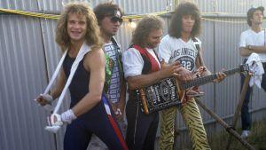 David Lee Roth, Alex Van Halen, Michael Anthony ja Eddie Van Halen Donington Rock Festivalilla 1984.