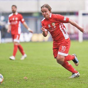 Petteri Forsell spelar klubblagsfotboll i Miedź Legnica.