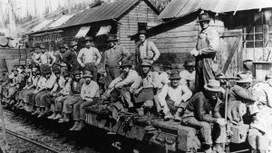 Amerikaemigranter sitter på en tågvagn
