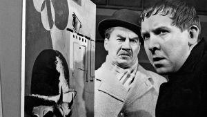 Komisario Palmu (Joel Rinne) ja taiteilija Kurt Kuurna (Pentti Siimes). Kuva elokuvasta Kaasua, komisario Palmu.