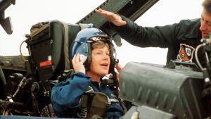 Elisabeth Rehn sitter i Hornet