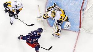 Markus Nutivaara gör ett mål i NHL.