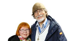 Marjatta ja Mauri Tahvanainen hymyilevät ennen putkiremonttia.