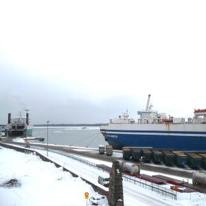 Finnlines fartyg i Hangö hamn.