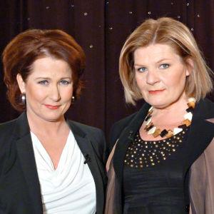 Kahdesti suurella journalistipalkinnolla palkittu Ruotsin yleisradion ulkomaantoimittaja Cecilia Uddén kuvassa oikealla