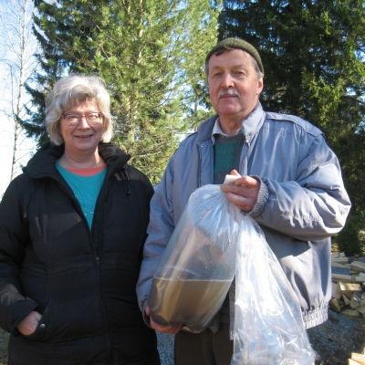 Birthe Wistbacka och Karl-Johan Envall och 200 000 lakyngel