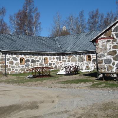 Stenladugården är unik i svenskfinland