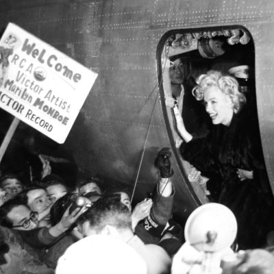 Marilyn Monroe saapuu Koreaan 15.2.1954