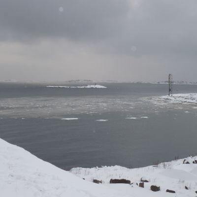 Havet utanför Hangö i februari.