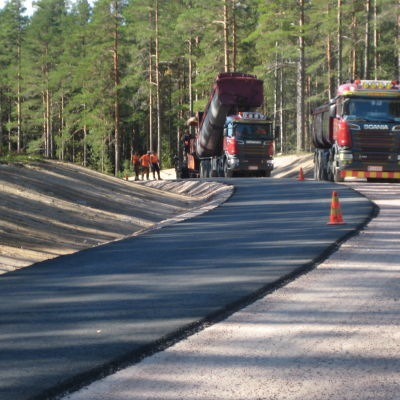 Mangårsvägen i Karis asfalteras.